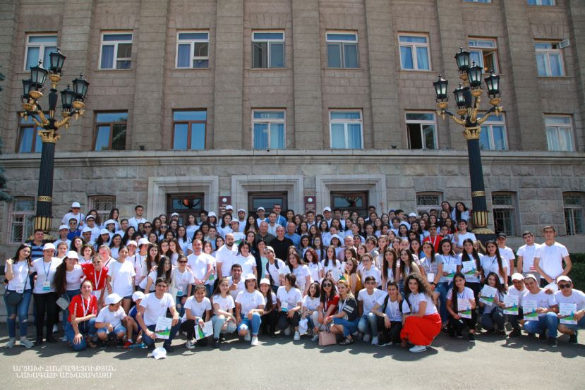 President Bako Sahakyan met with young volunteers who have taken an active part in organizational activities of holding the Confederation of Independent Football Associations (CONIFA) European Football Cup in Artsakh
