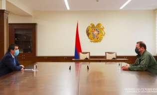 Президент Араик Арутюнян встретился с министром обороны РА Давидом Тонояном в административном комплексе Министерства обороны Армении