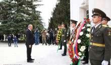 Президент Саакян возложил цветы к памятнику безвинным жертвам Армянского геноцида 1915 года